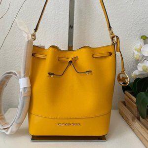 Michael Kors Trista MD Bucket Bag